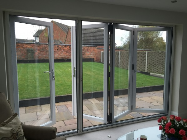 Bi fold fly screens