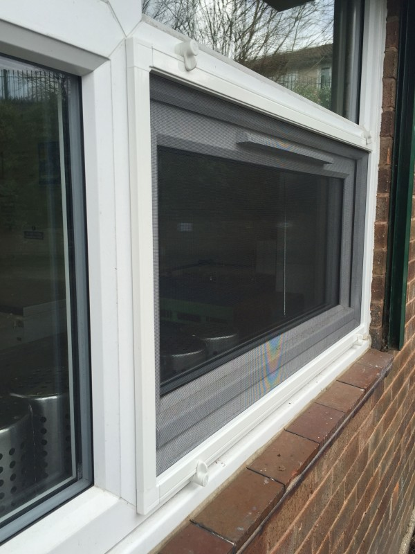 External fly screens with turn buttons