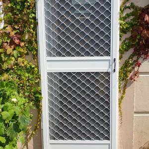 Heavy duty fly screen door, external install